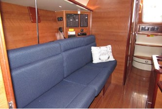 AdventEure 40 Starboard settee