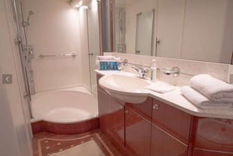 PRINCESS 23 Master Bathroom