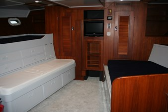 Aft cabin with three bunks