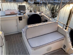 Flybridge helm, dashboard and starboard seating