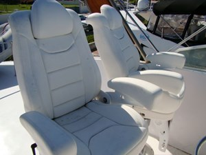 33. Fly Bridge Helm Seats