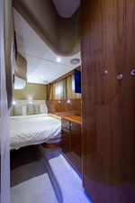BANK HOLIDAY 21 Port Guest Stateroom
