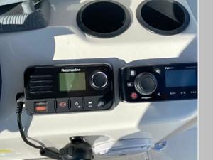 2017 Boston Whaler 210 Montauk 11 12