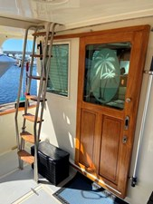 Apres Sail 10 117 Salon Door to Port