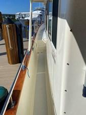 Apres Sail 12 119 Port Sidewalk