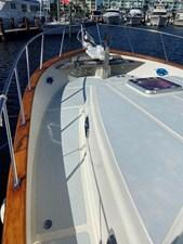 Apres Sail 17 124 Port Foredeck