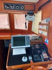 Apres Sail 37 207 Int Helm
