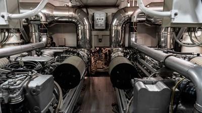 BRAVO DELTA 15 Engine room