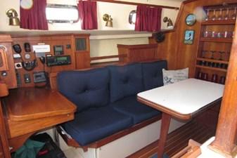 Salon, port & nav station