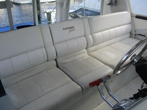 16. Carver 500 Helm Seating