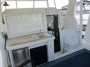 21. Carver 500 Sundeck Wetbar,Access to Bridge & Salon