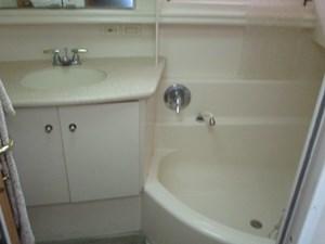 Sea Fox 33 35. Carver 500 Guest Master Tub & Sink