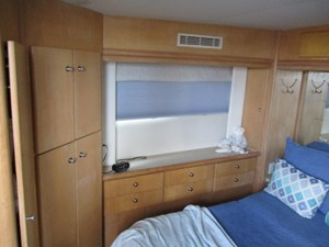 38. Carver 500 Aft Master Stateroom Port View