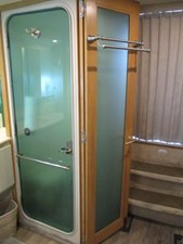 44. Carver 500 Aft Master Stateroom Privacy Door