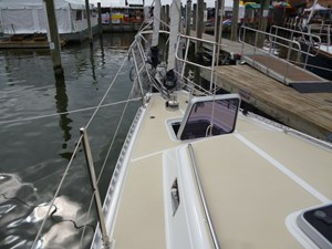 Recessed forward deck hatch