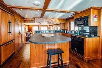Barbara Sue II 9 10_2777536_2015_outer_reef_yachts_82_cpmy_barbara_sue_ii_galley