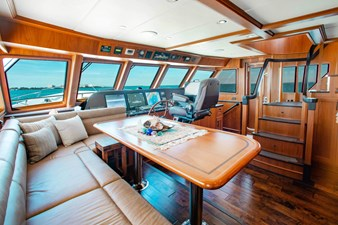 Barbara Sue II 10 11_2777536_2015_outer_reef_yachts_82_cpmy_barbara_sue_ii_dinette