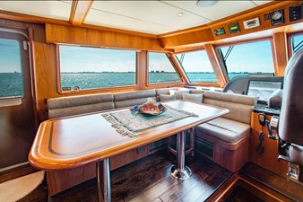 Barbara Sue II 11 12_2777536_2015_outer_reef_yachts_82_cpmy_barbara_sue_ii_dinette