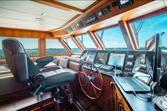 Barbara Sue II 12 13_2777536_2015_outer_reef_yachts_82_cpmy_barbara_sue_ii_helm