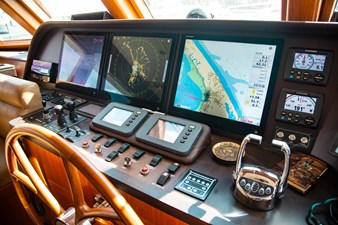 Barbara Sue II 13 14_2777536_2015_outer_reef_yachts_82_cpmy_barbara_sue_ii_helm