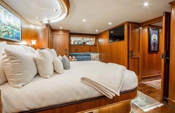 Barbara Sue II 17 19_2777536_2015_outer_reef_yachts_82_cpmy_barbara_sue_ii_master_stateroom