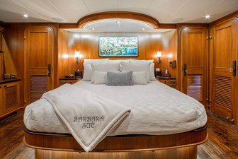 Barbara Sue II 18 20_2777536_2015_outer_reef_yachts_82_cpmy_barbara_sue_ii_master_stateroom
