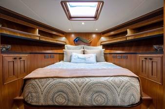 Barbara Sue II 25 28_2777536_2015_outer_reef_yachts_82_cpmy_barbara_sue_ii_forward_stateroom