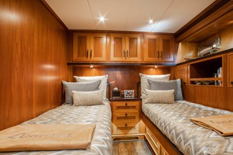 Barbara Sue II 27 30_2777536_2015_outer_reef_yachts_82_cpmy_barbara_sue_ii_guest_stateroom