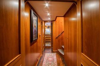 Barbara Sue II 29 32_2777536_2015_outer_reef_yachts_82_cpmy_barbara_sue_ii_companionway