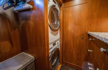Barbara Sue II 31 34_2777536_2015_outer_reef_yachts_82_cpmy_barbara_sue_ii_washer_dryer