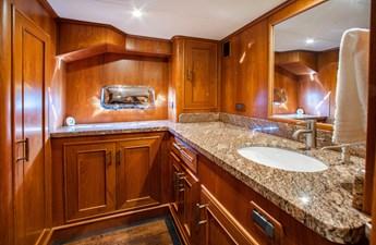 Barbara Sue II 32 35_2777536_2015_outer_reef_yachts_82_cpmy_barbara_sue_ii_crew_quarters
