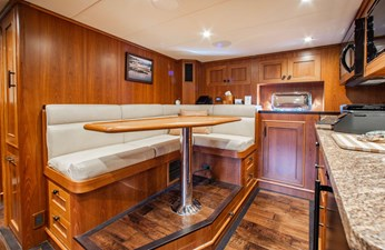 Barbara Sue II 34 37_2777536_2015_outer_reef_yachts_82_cpmy_barbara_sue_ii_crew_quarters