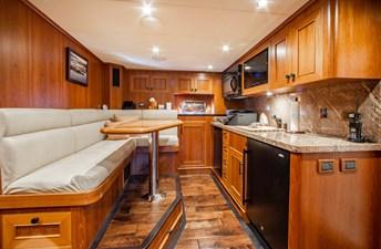 Barbara Sue II 35 38_2777536_2015_outer_reef_yachts_82_cpmy_barbara_sue_ii_crew_quarters