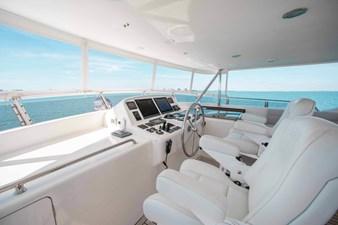 Barbara Sue II 39 42_2777536_2015_outer_reef_yachts_82_cpmy_barbara_sue_ii_flybridge_helm