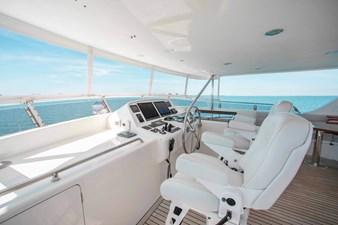 Barbara Sue II 40 43_2777536_2015_outer_reef_yachts_82_cpmy_barbara_sue_ii_flybridge_helm
