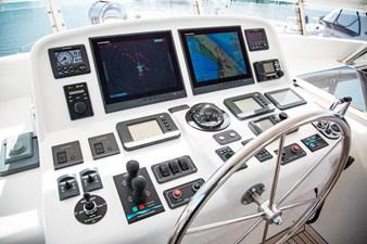 Barbara Sue II 43 46_2777536_2015_outer_reef_yachts_82_cpmy_barbara_sue_ii_flybridge_helm