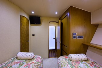 RITE ANGLER 29 Starboard Guest Stateroom