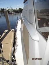 9_2777789_44_carver_port_side_deck1