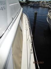 11_2777789_44_carver_starboard_side_deck1