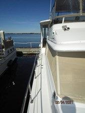 12_2777789_44_carver_starboard_side_deck2