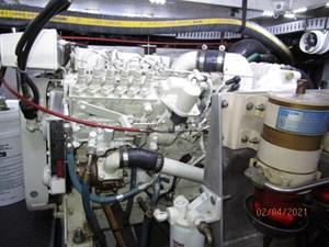 58_2777789_44_carver_starboard_main_engine