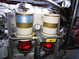 59_2777789_44_carver_starboard_racor_fuel_filters