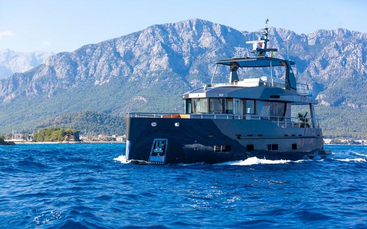 Bering B70 explorer yacht