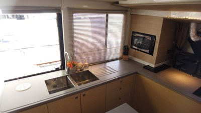 BLOW FISH Fountaine Pajot Saba 50 2015 Galley