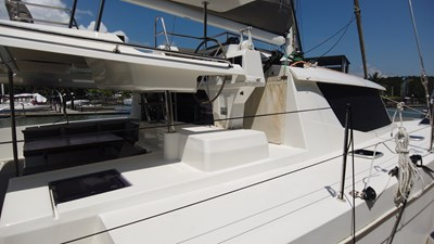 BLOW FISH Fountaine Pajot Saba 50 2015 Cockpit and Fly bridge helm