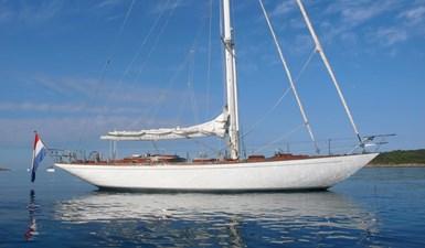Bartelli II at anchor