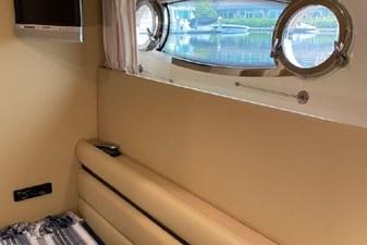 2006 Ferretti Yachts 550 37 37