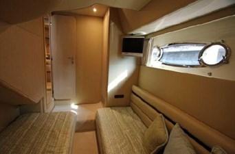2006 Ferretti Yachts 550 38 38