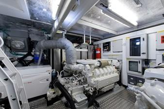 75 Sunseeker 2017-engine_room-3