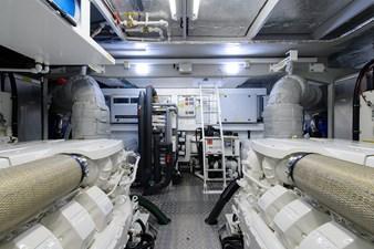 75 Sunseeker 2017-engine_room-4